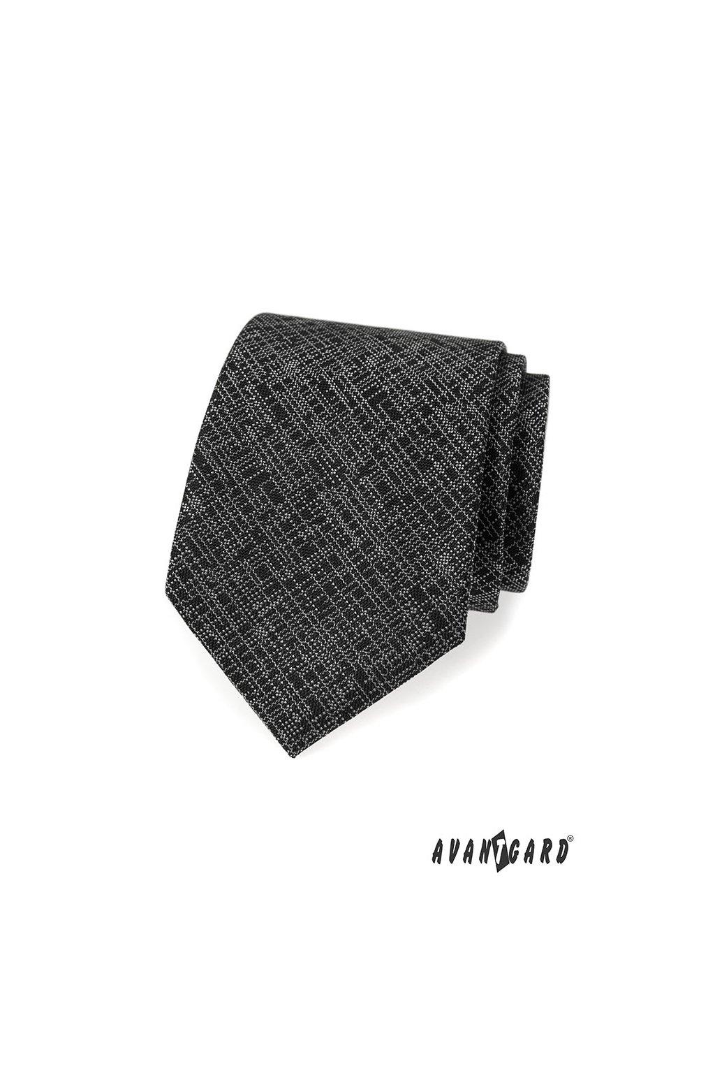 Černá šrafovaná kravata