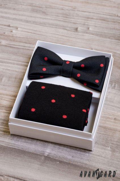 Černý set: motýlek a ponožky s puntíky