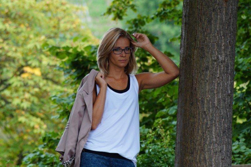 Jak vybrat a nosit dámské sako k džínám?