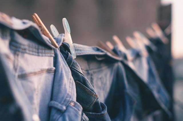 Jak sušit džíny: Jednoduché tipy a rady pro každého