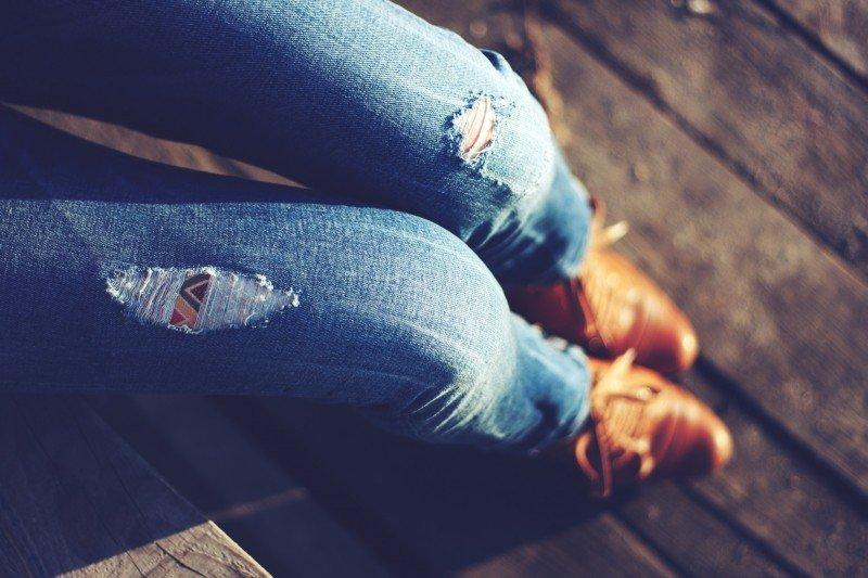 Co jsou slim fit jeans a komu skvěle padnou?