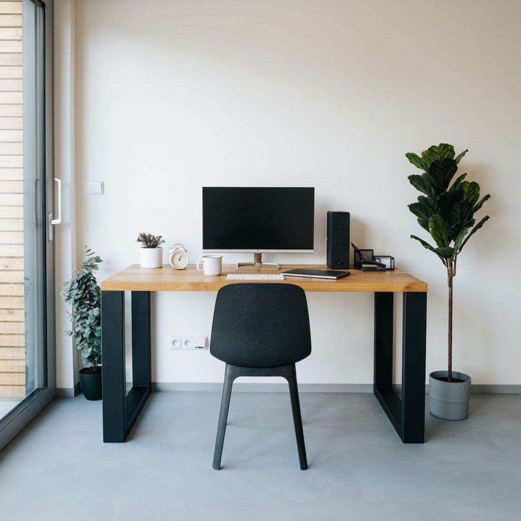 Pracovní stůl z masivu