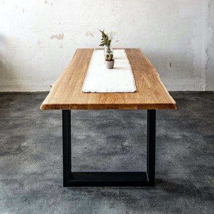 jídelní stůl z dubového masivu s černým kovovým podnožím