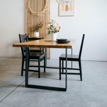 Vzdušný jídelní stůl Oxford se židlemi na šedé podlaze