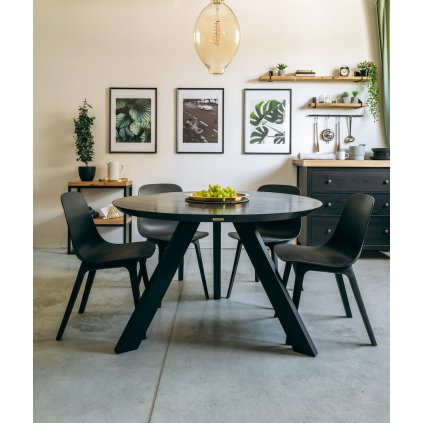 kulatý jídelní stůl z dubového dřeva