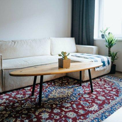 oválný konferenční stolek z dubového masivu