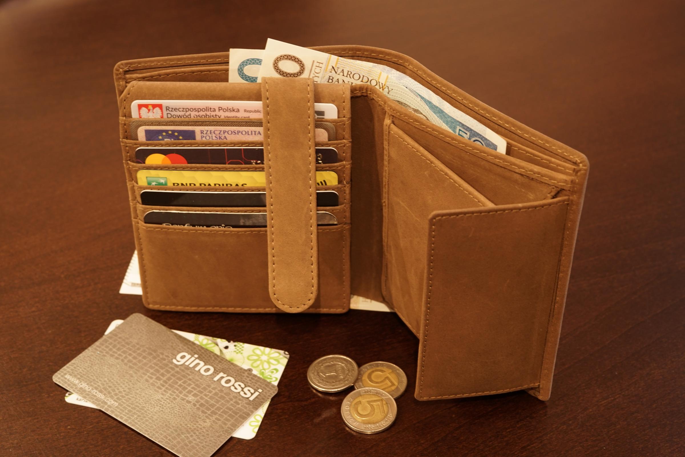 grawerowany portfel skórzany