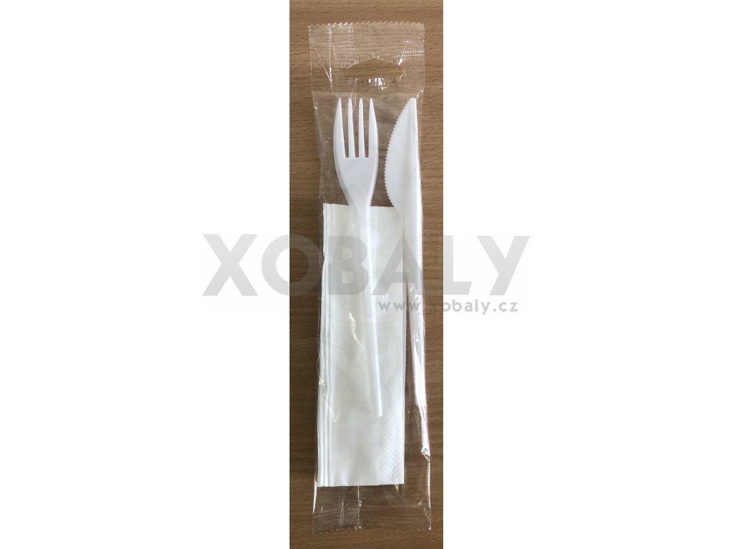 Vidlička a nůž bílý s ubrouskem hygienicky balené