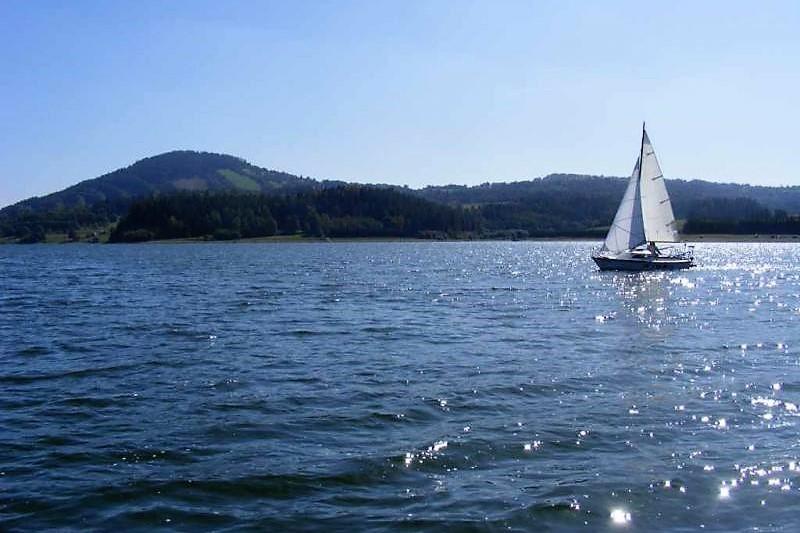 Pokus o likvidaci jachtařské školy a půjčovny plachetnic na Hartě