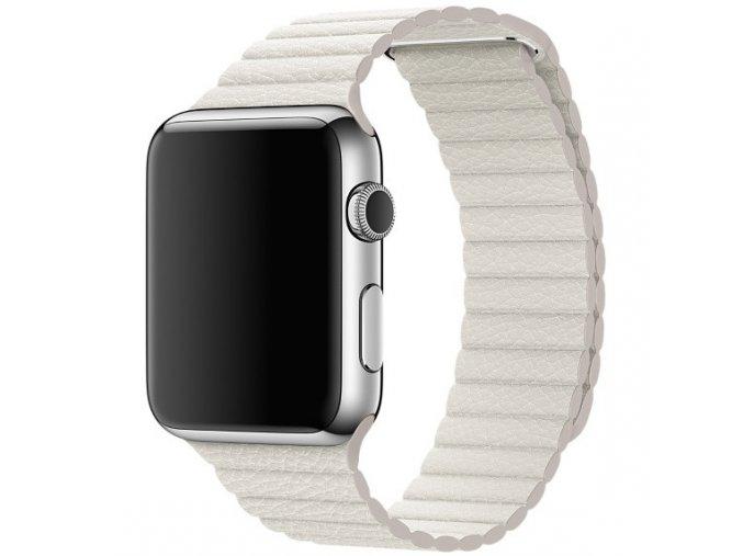 Kožený řemínek s magnetickým zapínáním pro Apple Watch 42 a 44 mm bílý
