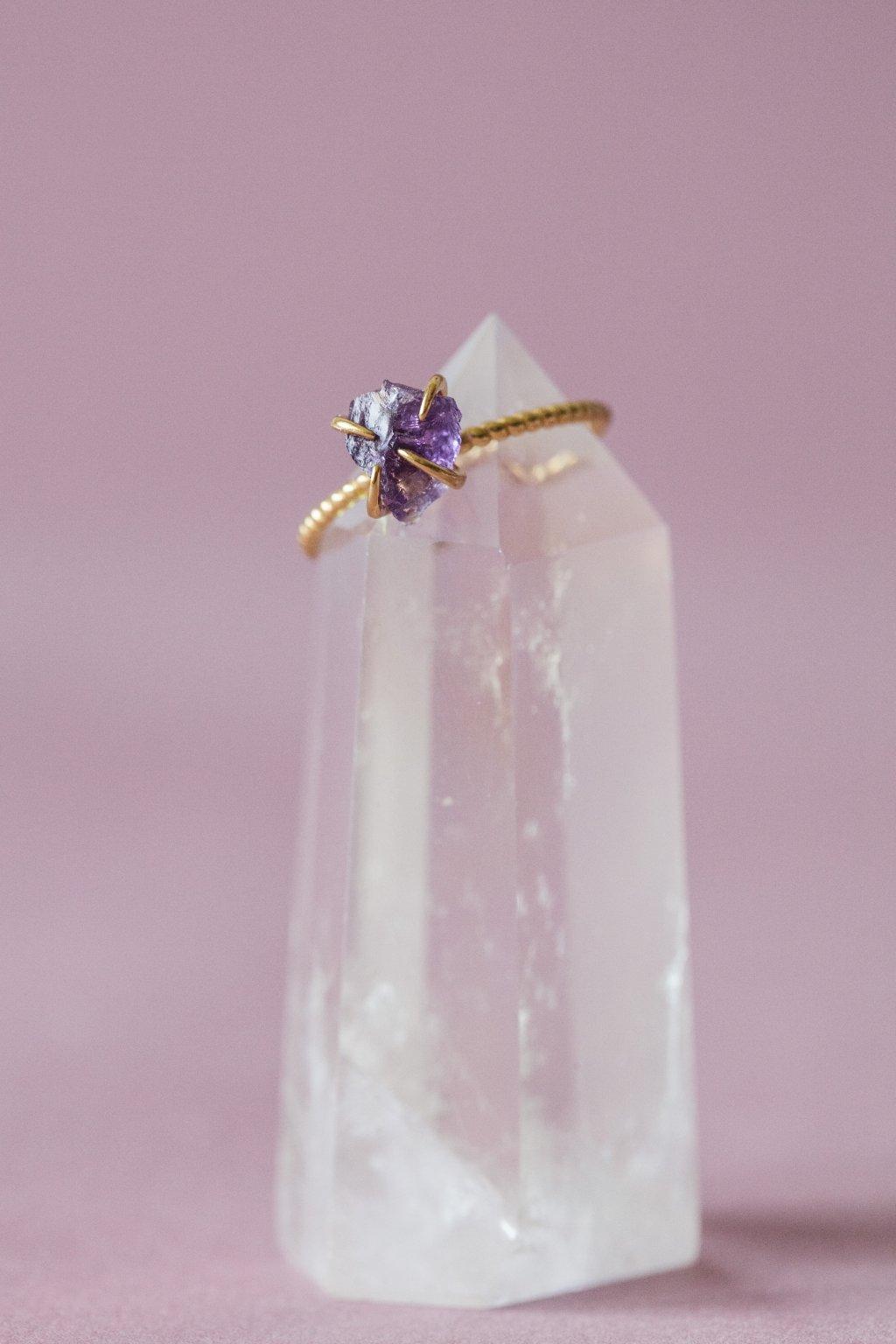 SIMPLE pozlacený stříbrný prsten s ametystem