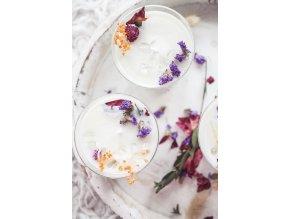 Luxusní květinová svíčka v broušené sklenici