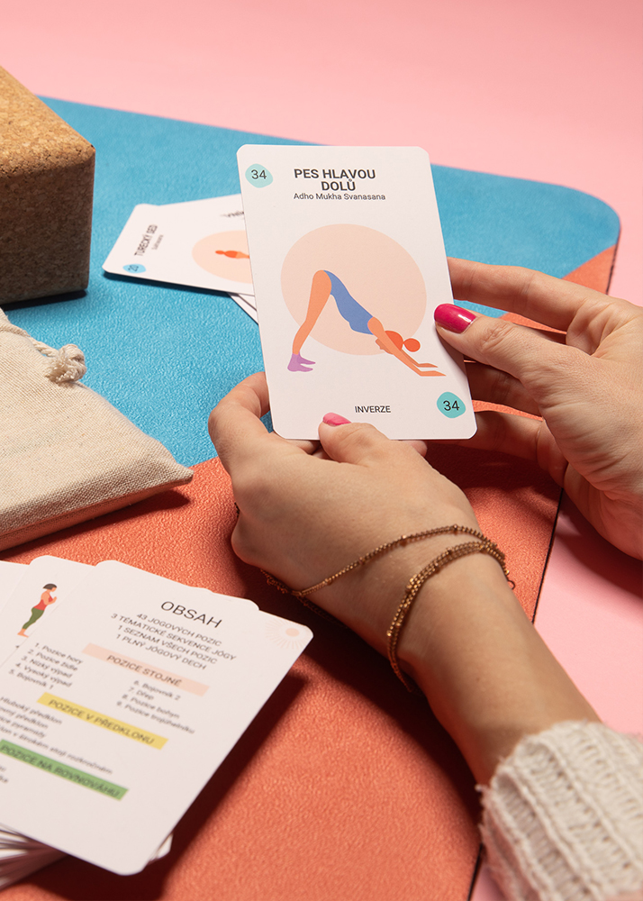 Jógové karty, které se stanou vaším průvodcem při cvičení jógy