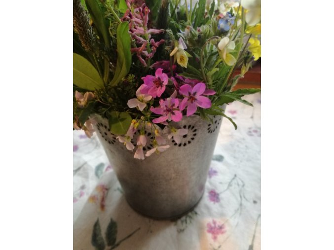 Plechový obal na květiny