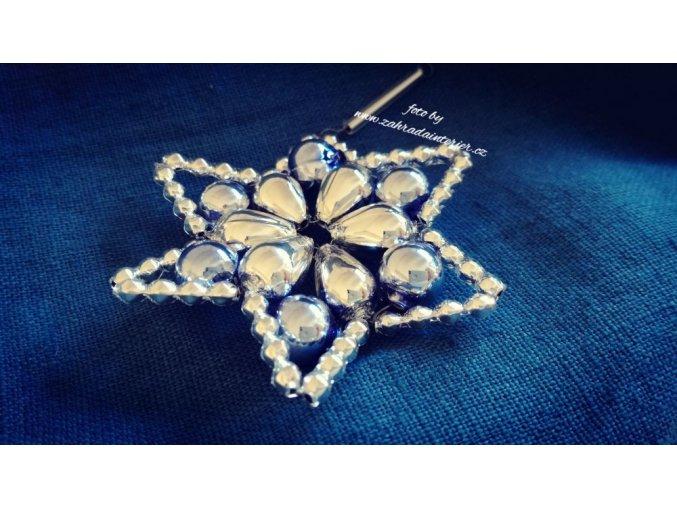 Perličková ozdoba - květina huderovka