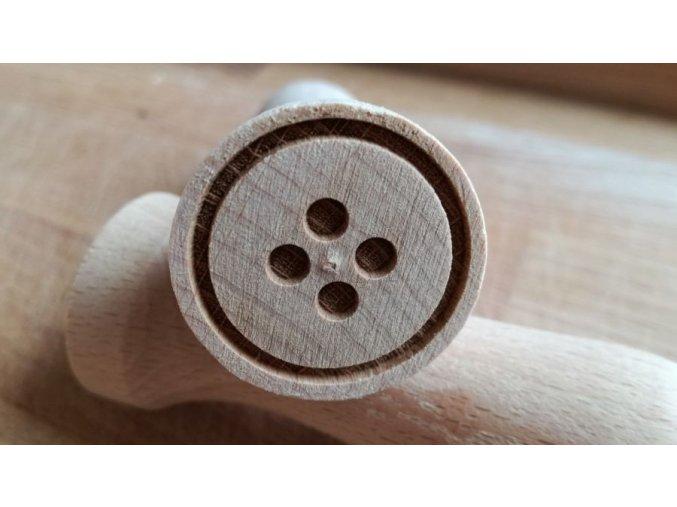Dřevěné razítko knoflík