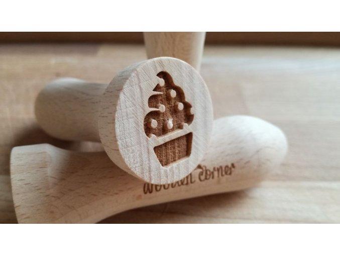 Dřevěné razítko muffin puntík