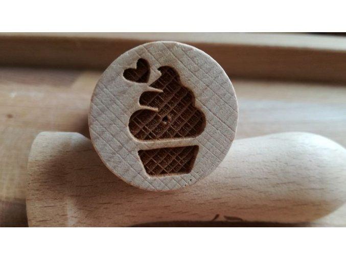 Dřevěné razítko muffin srdíčko