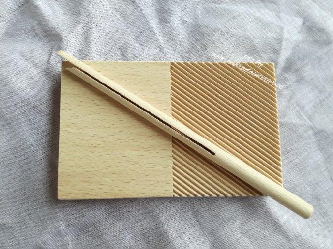 Destička na tvarování garganelli s hůlkou