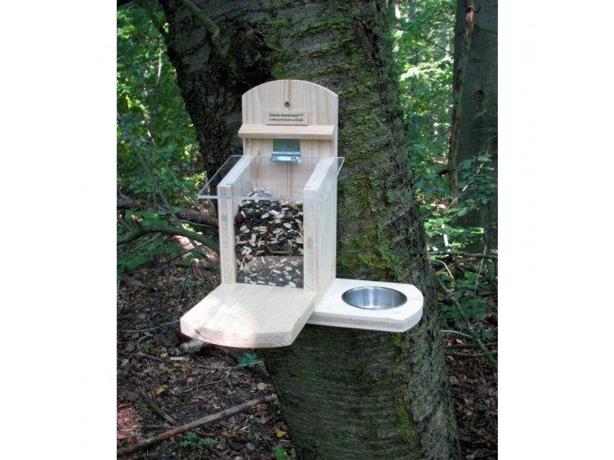 krmitko pro veverky s pitkem zelenadomacnost