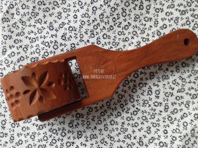 Cukrářské radélko vzor čtyřlístek růžička
