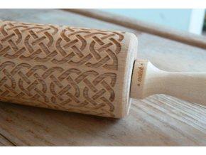 Dřevěný váleček na těsto s reliéfem motiv keltský