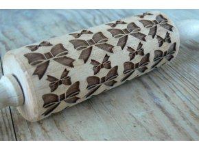 Malý  dřevěný váleček  vzor  mašle