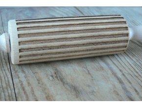 Mini dřevěný váleček na těsto s reliéfem motiv proužek