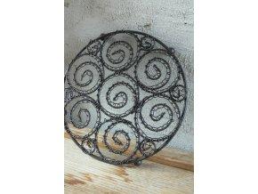 Drátěná podložka s ornamenty