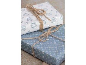 Balicí papír modrý s květy