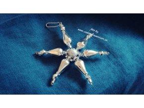 Perličková ozdoba - květina stříbrná