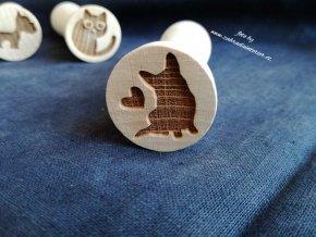 Dřevěné razítko pes