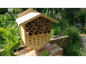 Domeček pro včely a berušky