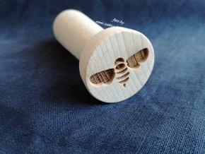 Dřevěné razítko včela