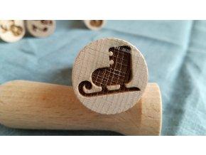 Dřevěné razítko brusle