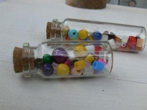 Skleněná lahvička s korkem