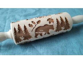 Malý dřevěný váleček medvěd