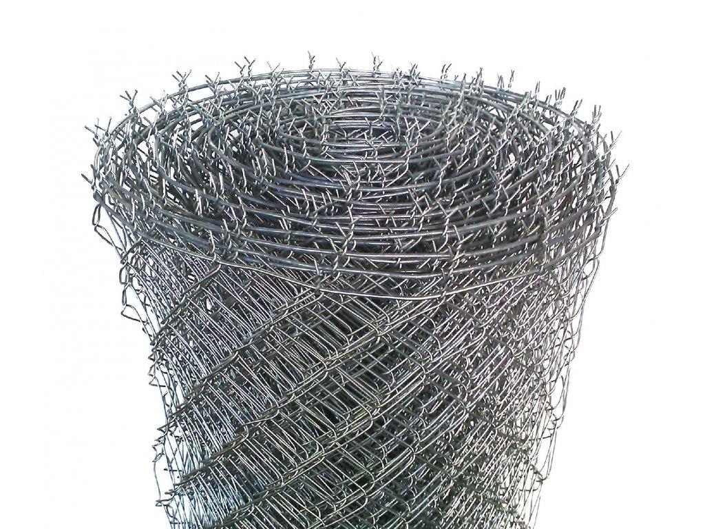 Pletivo se zapleteným napínacím drátem