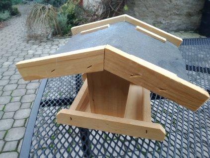 Krmítko - široká střecha