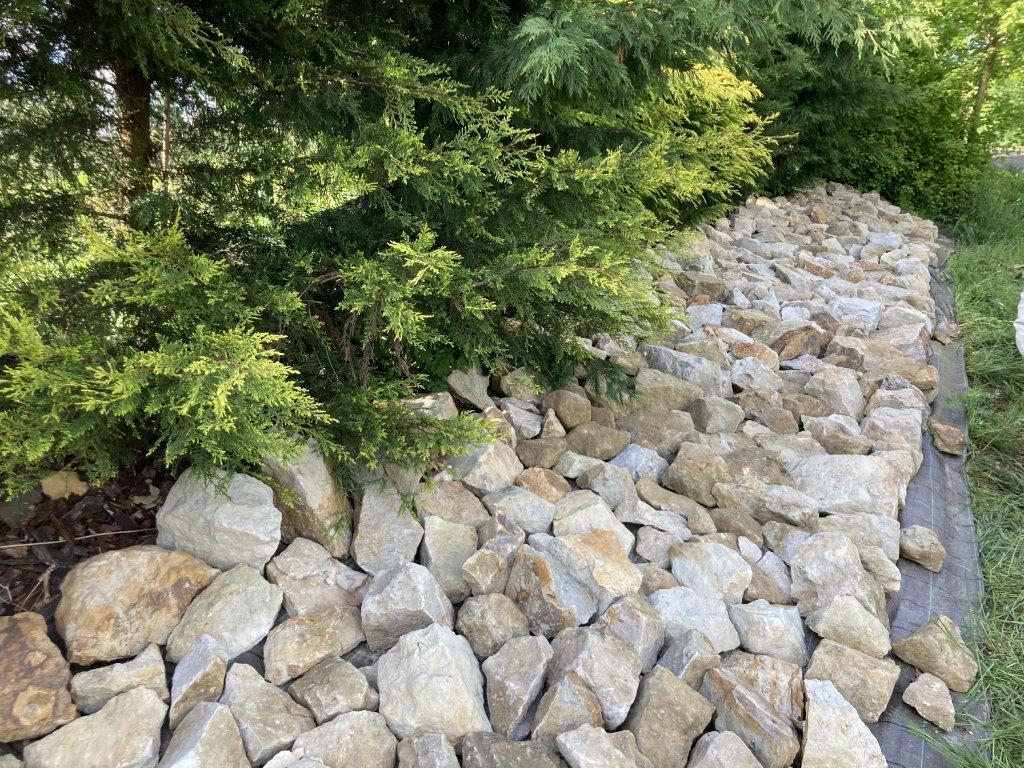 kamen na skalku zahradni dekorace 5