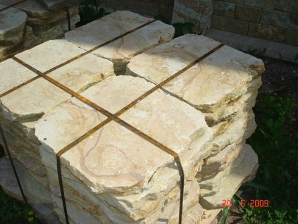 167 zahradni slapaky z piskovce 50x50x4cm kamenny