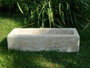 kamenný truhlík z umělého pískovce