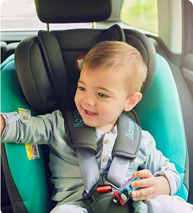 Usazujete děti v autě správně?