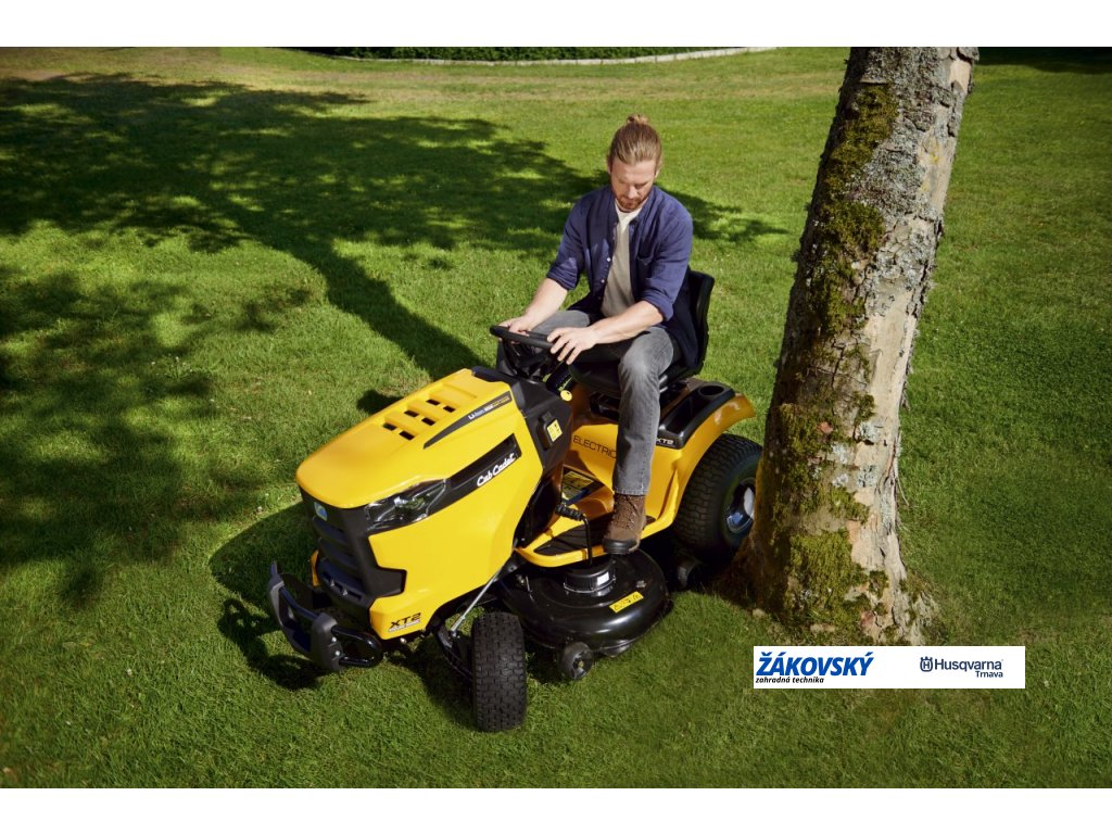 Výkonný motor a špičkové kosenie – to je záhradný traktor Cub Cadet