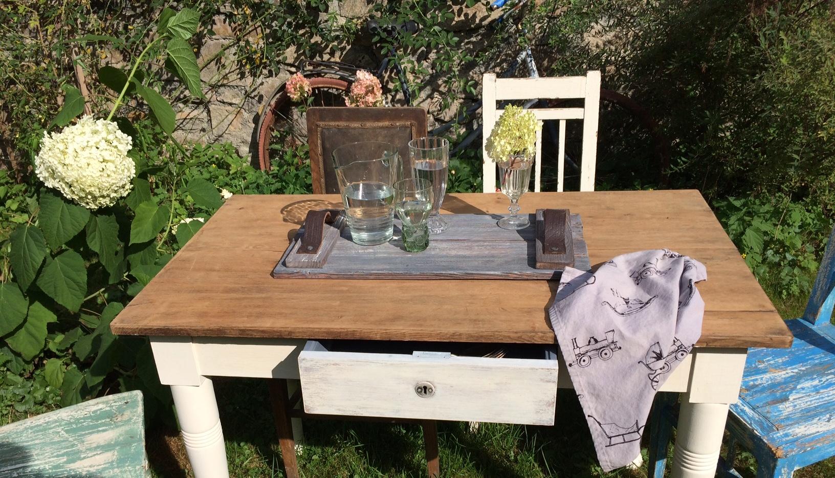 dubový stůl_šuplík