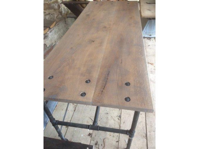 Industriální  stůl z vodovodních trubek