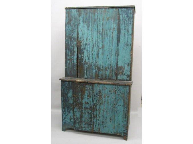 modrá skříň primitive