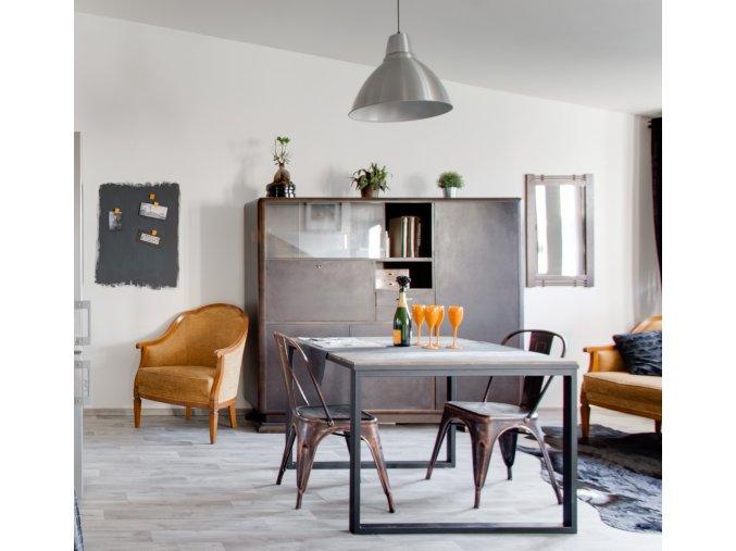 Jídelní stůl - dřevo a kov