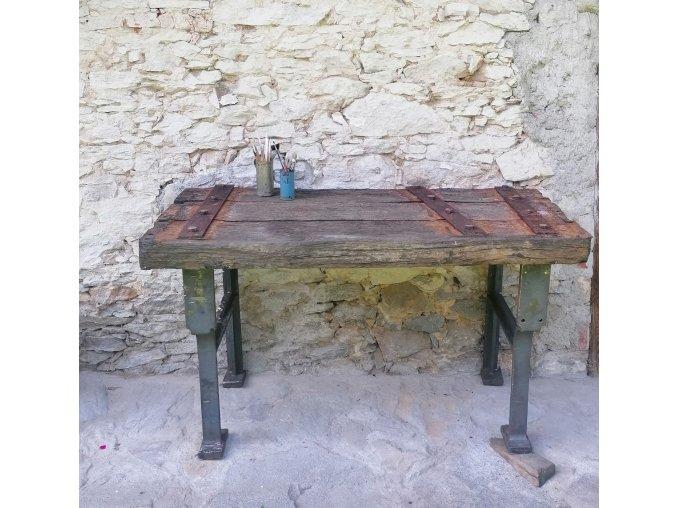 Masivní industriální stůl - dřevo a kov