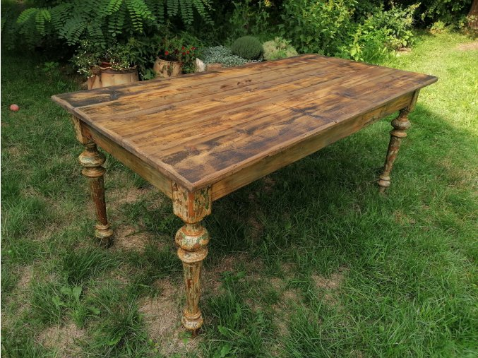 Velký venkovský jídelní stůl